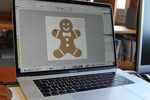 Making-of Weihnachtskarte: Ausarbeitung des grafischen Layouts am Computer fuer die Druckproduktion der Weihnachtskarte