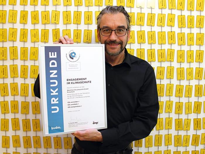 """""""Grünes Plastik"""" ohne Mikroplastik: Erneute Auszeichnung für engagierten Klimaschutz für Frank Manhillen"""