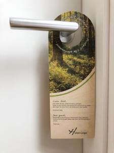 Hotels aufgepasst: Türhänger aus Birkenholz (nachwachsende Forstwirtschaft) sind garantiert ein Blickfang in ihrem Haus.